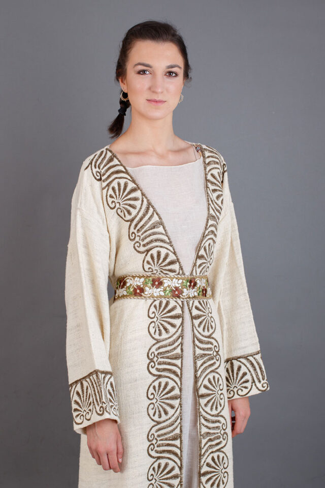 vestimenta mujer medieval abrigo con fajín